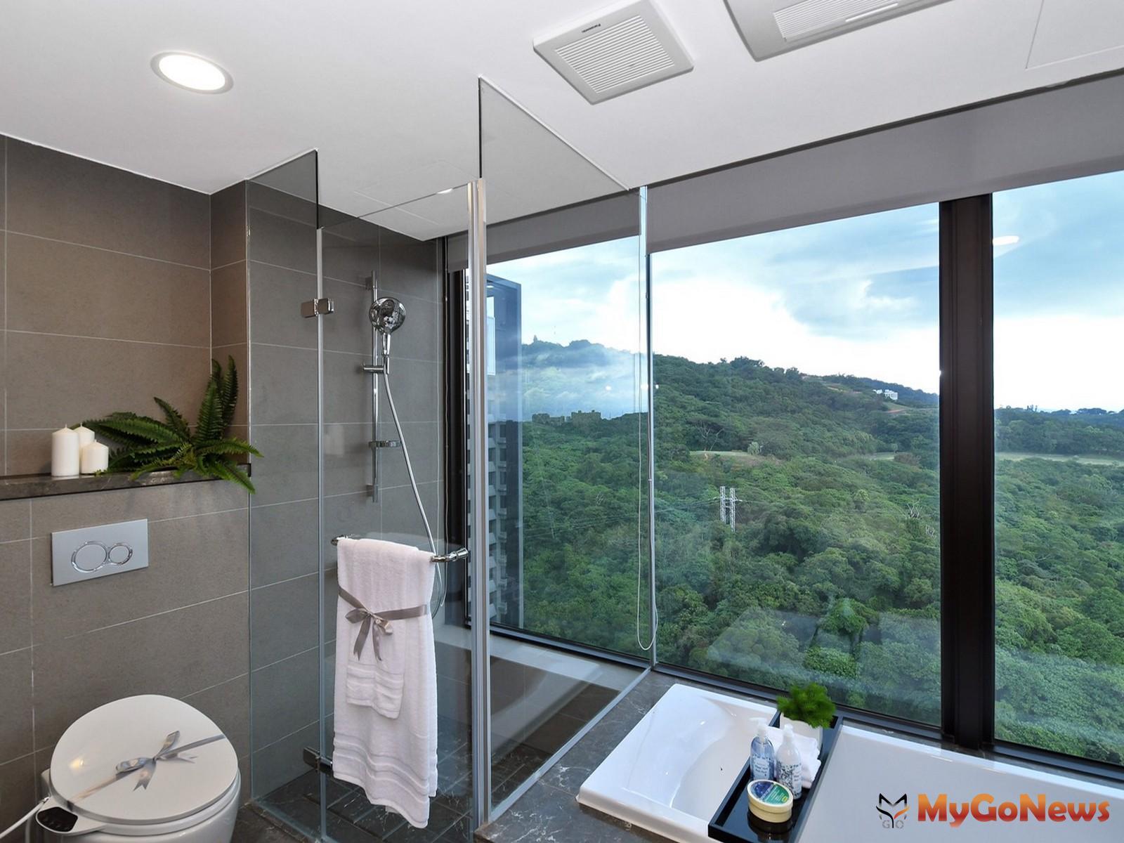 設計軟實力比一比「浴室永遠擺在視野最好的地方」,鄉林25年前就享受衛浴大片落地窗景,開窗邊間與降板浴缸(圖:鄉林建設) MyGoNews房地產新聞 市場快訊