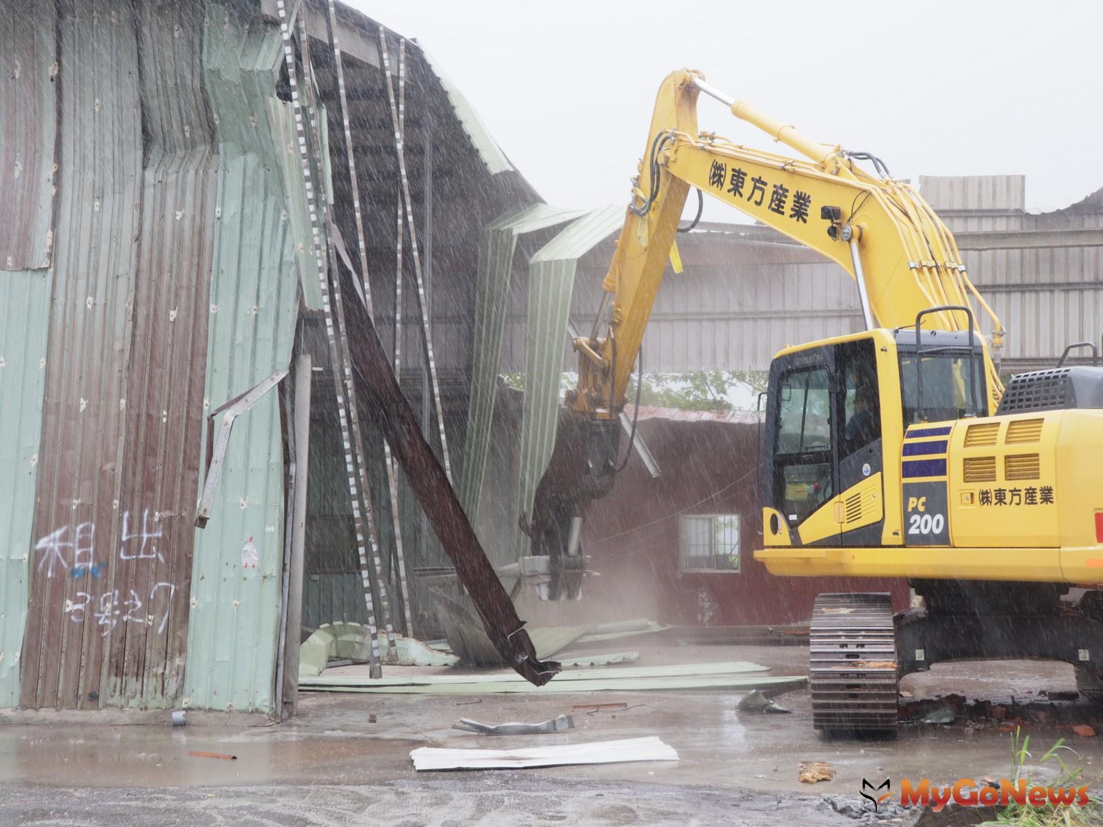 哈格比颱風來襲五股垃圾山違建開拆,五股垃圾山違建展開第4階段拆除(圖:新北市政府) MyGoNews房地產新聞 區域情報