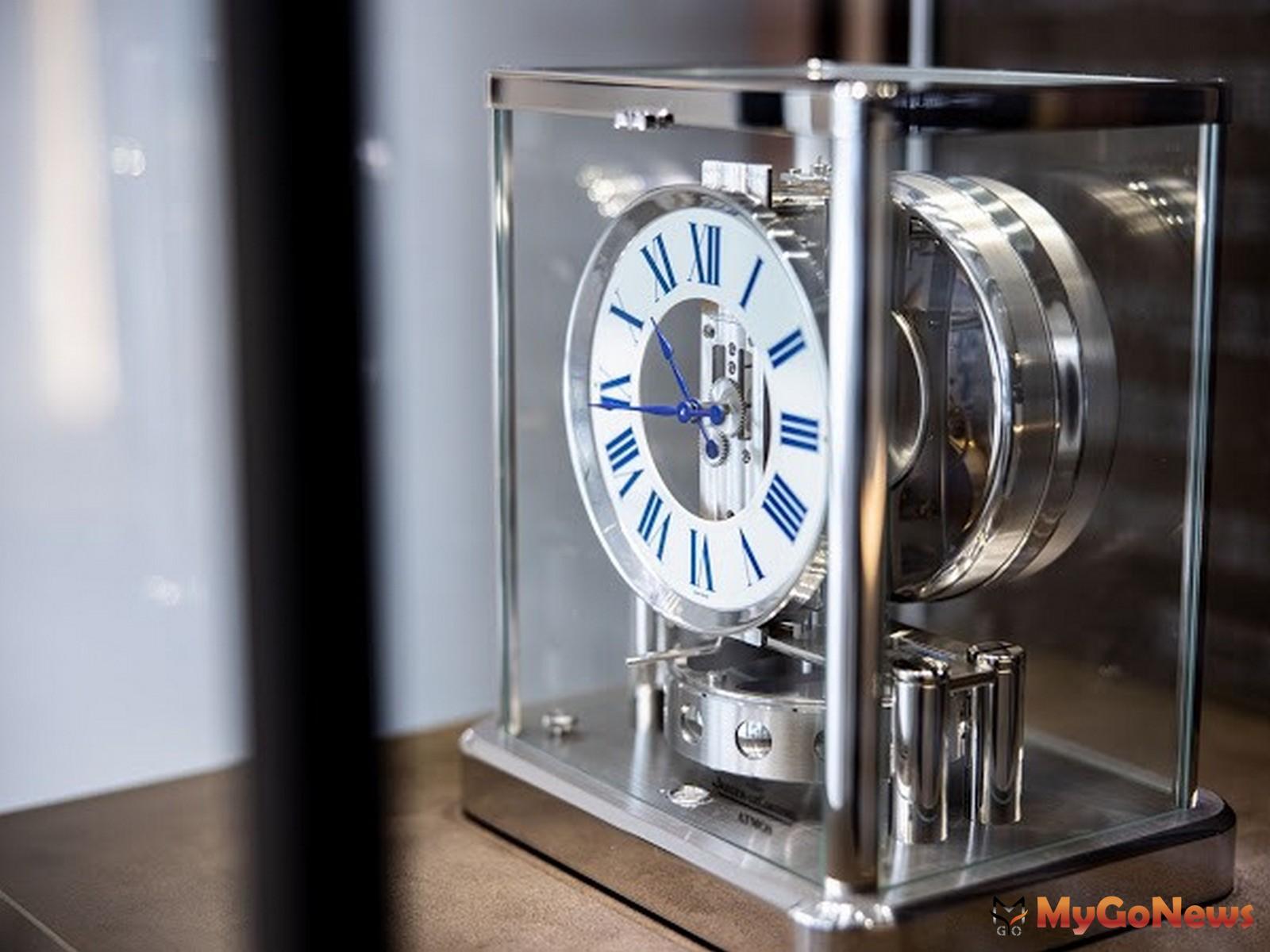 積家Jaeger-LeCoultre於東昀昀接待中心展出極致鐘錶工藝作品Atmos Classique空氣鐘(圖/業者提供) MyGoNews房地產新聞 熱銷推案