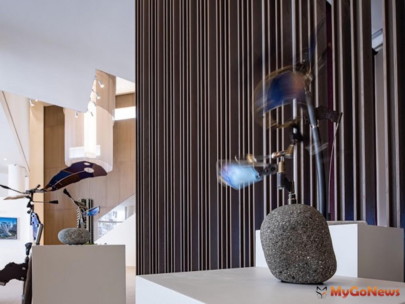 日本藝術家大隅秀雄以 「捕捉來自內心的風」為靈感 ,將眾多元素的金屬件裝置出輕盈飛(圖/業者提供) MyGoNews房地產新聞 熱銷推案