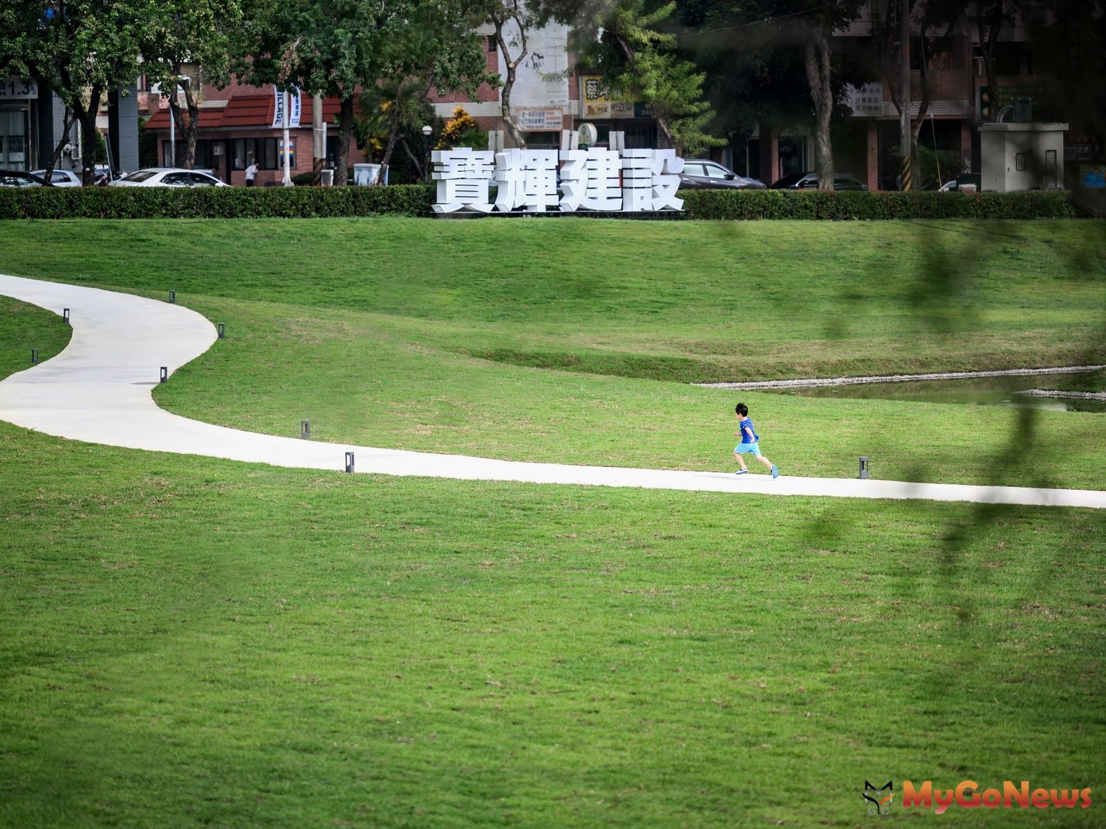 繁華都市裡的綠色家園(圖/寶輝VILLAGE基地實景照) MyGoNews房地產新聞 熱銷推案