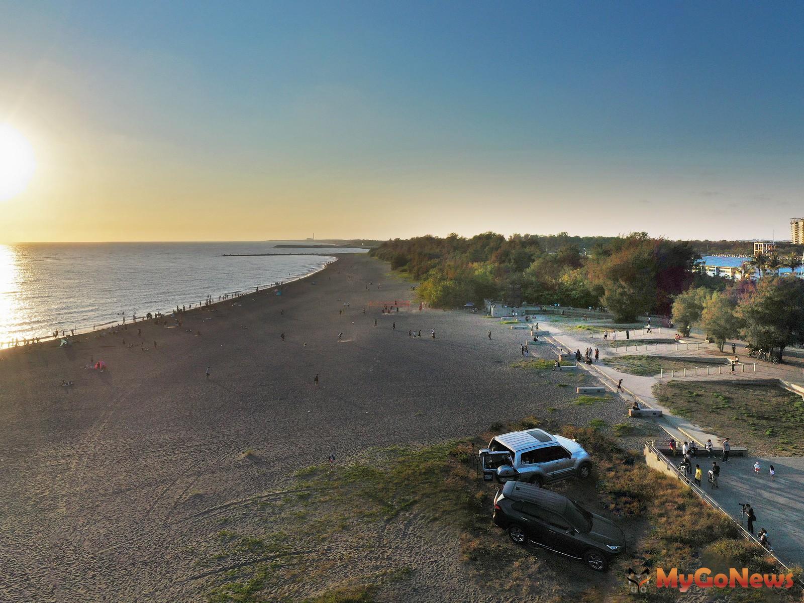 灣區絕美景觀宅「愛琴海」,開窗即享海灣夕景與公園綠意。圖/ 興富發提供 MyGoNews房地產新聞 熱銷推案