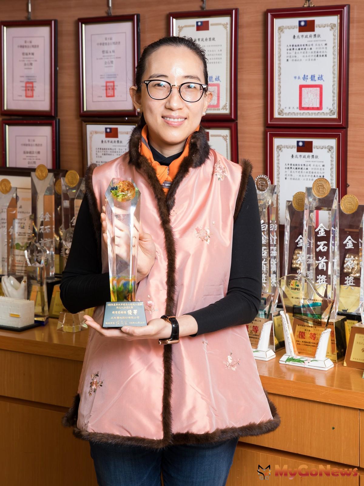 久年置地2019年推出第一件個案新北三峽北大特區「久年青田」,就奪下第一座獎盃。 MyGoNews房地產新聞 專題報導