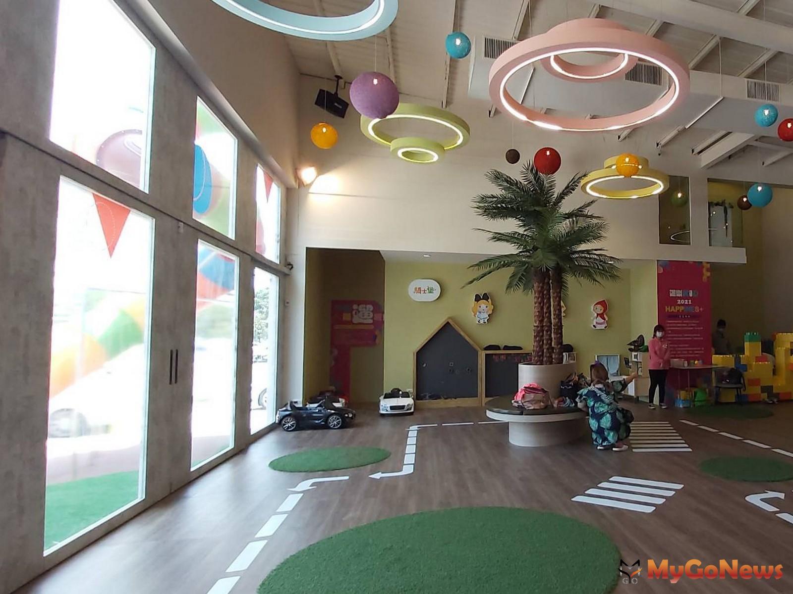 騎士堡跨足建置大型社區兒童遊戲室長達10多年,從社區公設到接待中心都有與國內指標建商攜手合作。圖為桃園新建案「築億海格」銷售中心。(圖/騎士堡提供) MyGoNews房地產新聞 熱銷推案