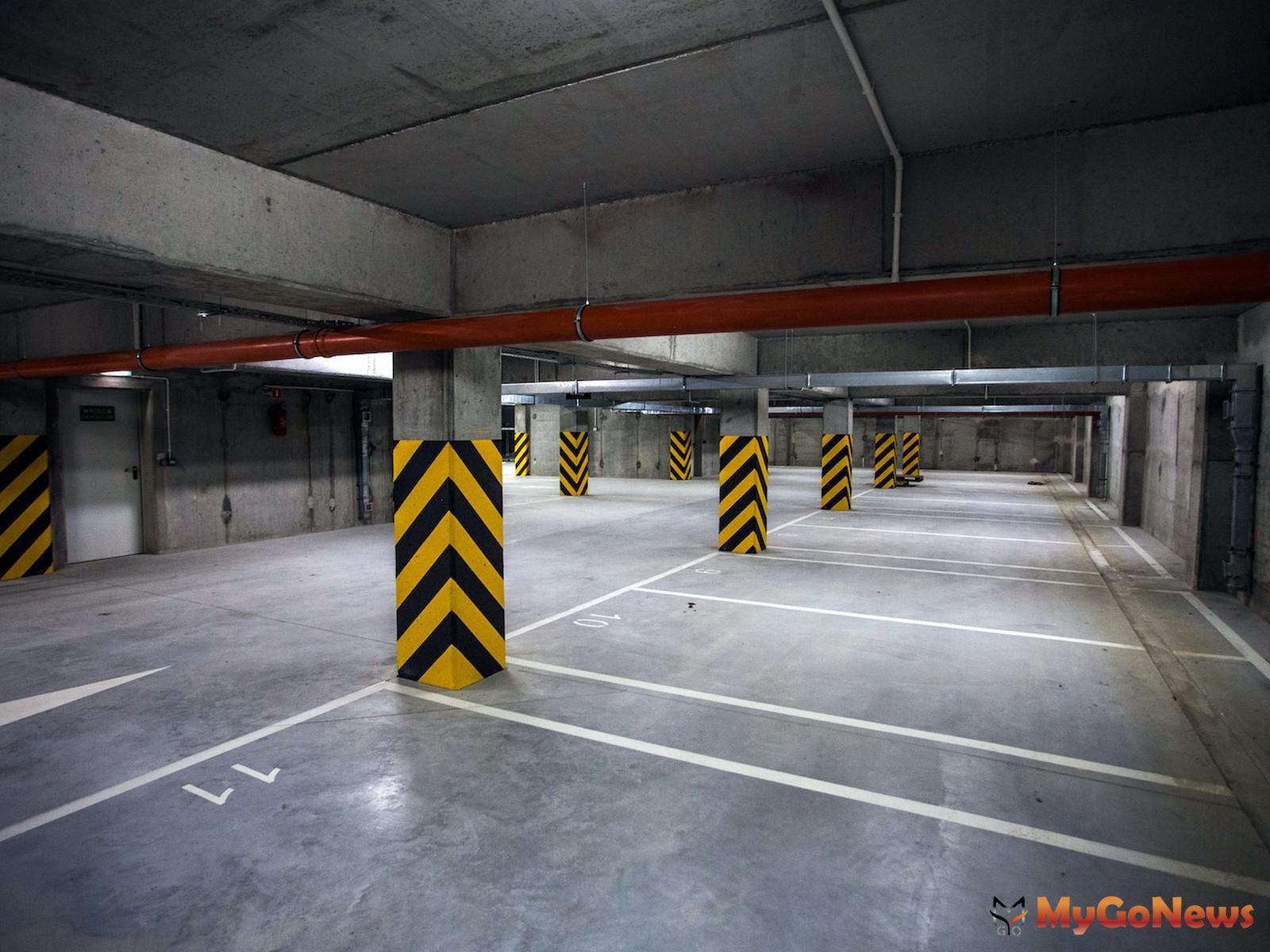 有些社區會把車道面積劃入車位計算,有些則把車道面積算成公設,購買之前請再三確認車位權狀的坪數。(圖/21世紀不動產) MyGoNews房地產新聞 市場快訊