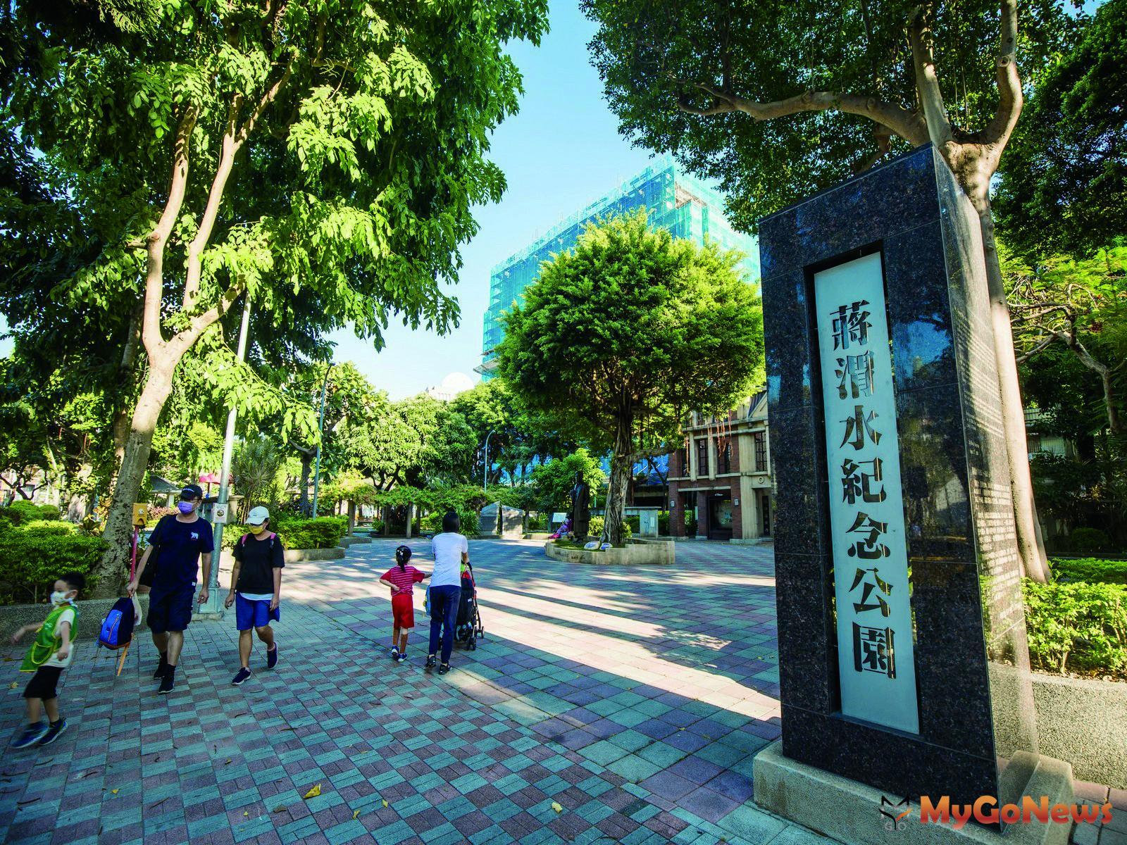 慕樺行銷執行副總經理賴慶中表示,「城心曜曜」是承德大道旁、「千坪地、萬坪綠」的居住環境。 MyGoNews房地產新聞 熱銷推案