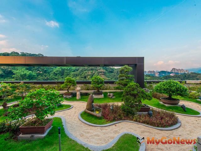 敦南觀止頂樓以盆栽方式規劃整個綠意庭院(圖:敦南觀止) MyGoNews房地產新聞 專題報導