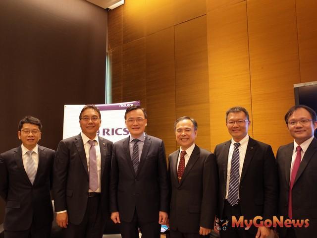 RICS主席劉學龍(左3)邀請卓輝華(右3)、李虹明(左1)、趙正義(左2)、高銘頂(右2)等進行綜合討論 MyGoNews房地產新聞 市場快訊