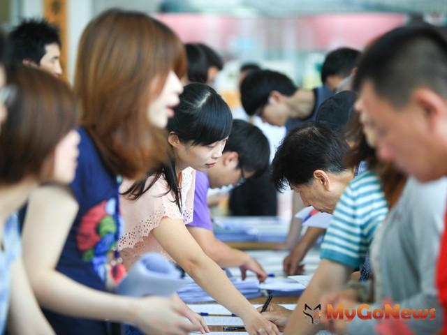 台灣房屋2013年台灣房屋年終獎金平均為2.5~6個月,較往年為優。 MyGoNews房地產新聞 市場快訊