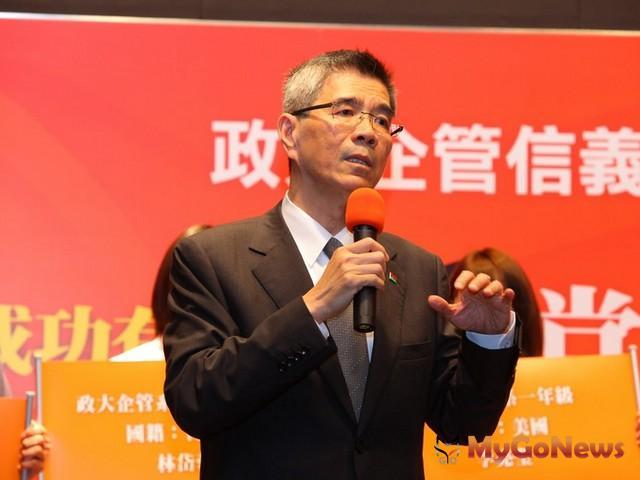 董事長周俊吉表示,過去一年台灣房地產市場受到歐債及政策影響造成劇烈波動,增加房仲產業經營的困難度。 MyGoNews房地產新聞 個案情報站