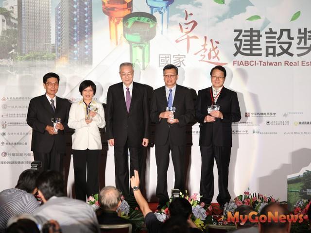 台灣連續5年獲得全球卓越建設獎首獎之榮耀,今年再次以一金三銀的殊榮 MyGoNews房地產新聞 市場快訊