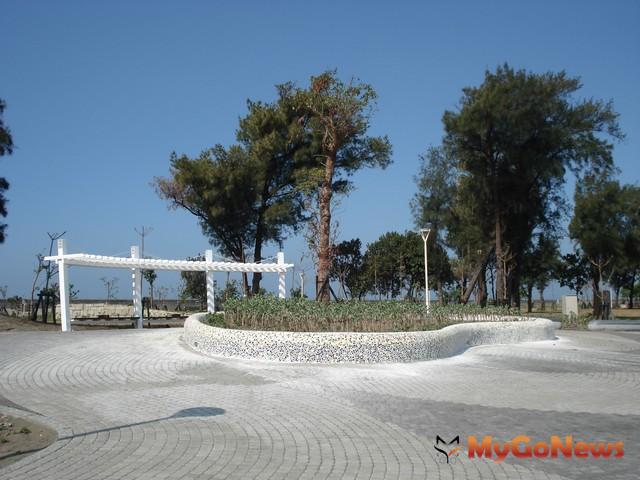 茄萣濱海公園位於台17線濱海公路旁,佔地約5公頃,海岸線長900公尺 MyGoNews房地產新聞 區域情報