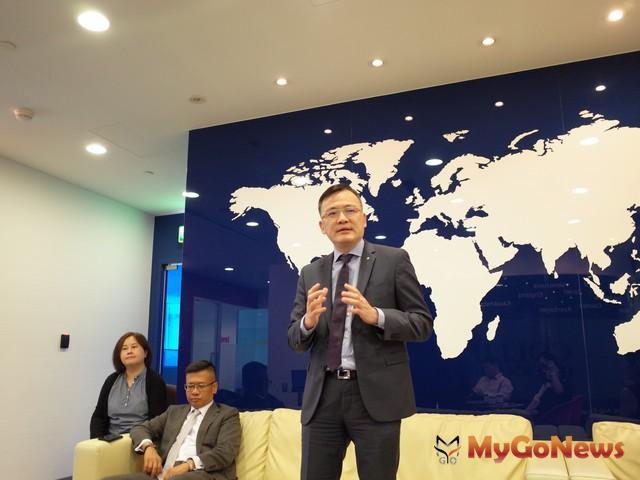 劉學龍表示,政府土地標案多,建商有推案需求,上半年土地交易總額近千億,為2007年以來同期調查新高紀錄 MyGoNews房地產新聞 市場快訊