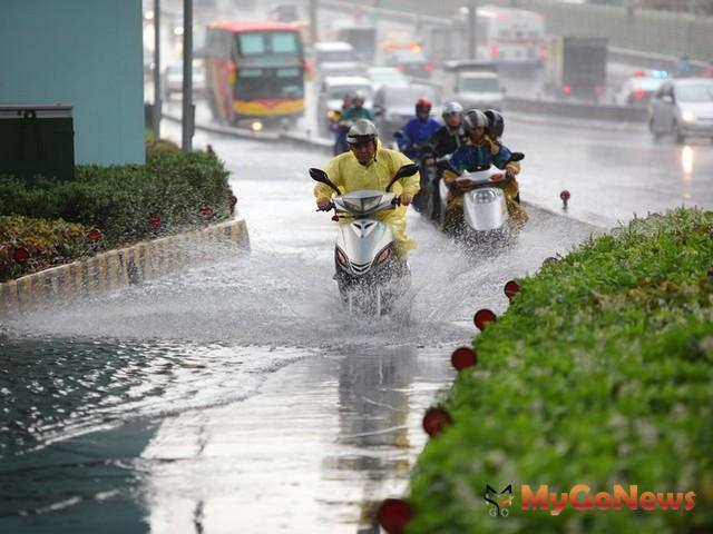 市府推出「台北市強降雨防減災工作方案」,柯文哲說明提供易淹水地區民眾申請防水閘門工程補助方式 MyGoNews房地產新聞 安全家居