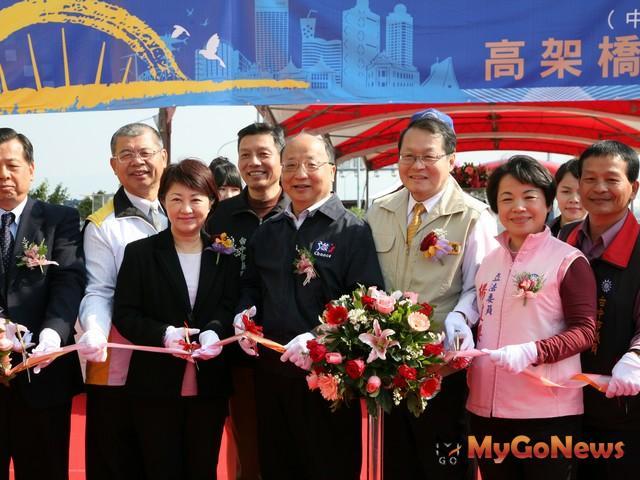 胡志強表示,這是台灣第一個完成的內環道,他呼籲交通部准許公車上快速道路,節能減碳會更好(圖:台中市政府) MyGoNews房地產新聞 區域情報