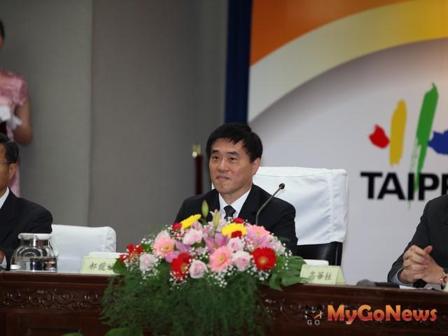 郝龍斌表示,都更將持續積極推動,其他案件均依照現行法令規定的流程繼續,沒有暫緩問題。 MyGoNews房地產新聞 市場快訊