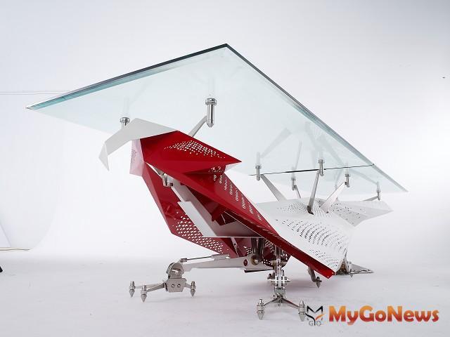 玄武設計建築師黃書恆閒暇之餘,設計「丹鳳桌」入圍紅點設計大獎。(圖:玄武設計) MyGoNews房地產新聞 市場快訊
