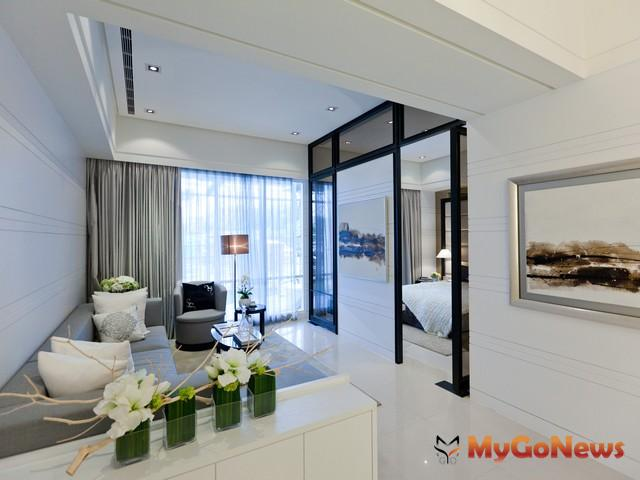 客廳的格局最好是正方形或長方形,座椅區不可沖煞到屋角,沙發不可壓梁。 MyGoNews房地產新聞 居家風水