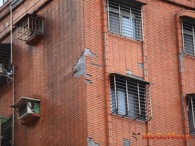 老舊大樓磁磚掉落成隱憂,管委會要自主檢查修復-工務局設置專責外勤小組 加強預警巡查 MyGoNews房地產新聞 區域情報