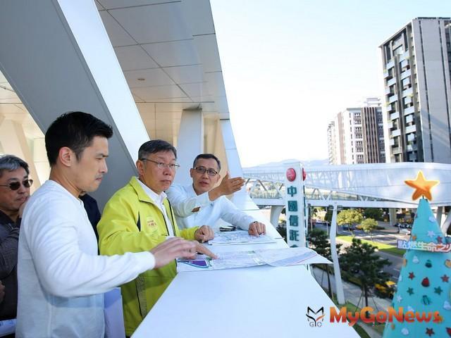 柯文哲視察東區門戶計畫 向媒體說明未來15年的空橋系統計畫(圖:台北市政府) MyGoNews房地產新聞 區域情報