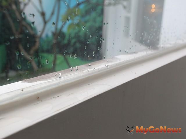 購屋民眾反而可利用下雨天,從裡到外仔細查看,許多老舊房子一遇到雨季立即原形畢露。 MyGoNews房地產新聞 安全家居