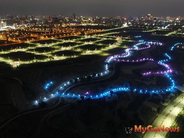 中央公園 三色景觀燈,兼顧生態與安全照明(圖:台中市政府) MyGoNews房地產新聞 區域情報